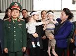 Chủ tịch Quốc hội Nguyễn Thị Kim Ngân thăm động viên gia đình các liệt sỹ hy sinh trong đợt mưa lũ tại miền Trung