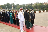 Делегаты Съезда национальных меньшинств почтили память президента Хо Ши Мина