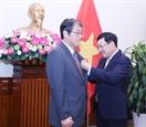 Phó Thủ tướng Bộ trưởng Ngoại giao Phạm Bình Minh trao Huân chương Hữu nghị tặng Đại sứ Nhật Bản tại Việt Nam