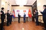 Việt Nam trao trang thiết bị y tế hỗ trợ Lào Campuchia phòng chống dịch COVID-19