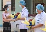 Une patiente de COVID-19 sort de lhôpital à Ben Tre