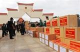 Quân khu 7 trao tặng vật tư y tế chống dịch COVID-19 cho một số đơn vị Quân đội Hoàng gia Campuchia