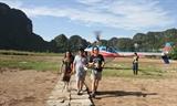 Trải nghiệm ngắm cảnh Quần thể danh thắng Tràng An bằng máy bay trực thăng