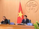 Hanoi partage son expérience sur le combat contre le COVID-19 avec des maires du monde