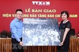 VNA entrega objetos y fotos originales al Museo de la Prensa de Vietnam