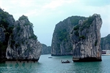 Билеты на экскурсии в бухту Халонг снизились вдвое для круизных туристов