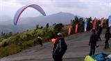 Lượn dù trên đỉnh Putaleng