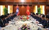 응우옌 쑤언 푹 (Nguyễn Xuân Phúc) 총리 통룬 시술리트 라오스총리와 회담