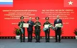 Le ministre de la Défense Ngo Xuan Lich se rend au Centre tropical Vietnam-Russie