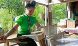 Người Thái dệt thổ cẩm
