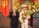 Tổng Bí thư Chủ tịch nước Nguyễn Phú Trọng trao Quyết định thăng cấp bậc hàm Thượng tướng cho Thứ trưởng Bộ Công an