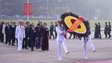 Các đại biểu dự Đại hội đại biểu toàn quốc lần thứ XIII của Đảng viếng Chủ tịch Hồ Chí Minh