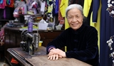 80-year-old continues to sew ao dai
