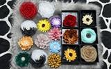 Độc đáo hoa cài áo