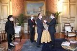 Lambassadeur du Vietnam en France décoré de la Légion dhonneur