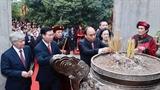 Президент страны возложил благовония в память о королях Хунгах