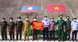 Chúc Tết Bunpimay trao quà tặng người dân và lực lượng vũ trang Lào