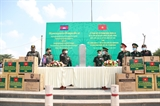 Bộ Tư lệnh Bộ đội Biên phòng Việt Nam tặng vật tư y tế phòng chống dịch COVID-19 cho Campuchia