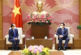 Chủ tịch Quốc hội Vương Đình Huệ tiếp Đại sứ Campuchia
