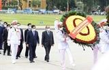 Руководители почтили память президента Хо Ши Мина по случаю годовщины его рождения