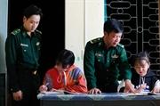 Des enfants adoptés par les garde-frontières