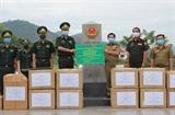 Trao tặng vật tư y tế hỗ trợ lực lượng vũ trang tỉnh Hủa Phăn (Lào) phòng chống dịch COVID-19