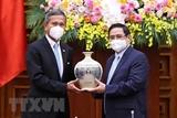 Премьер-министр Фам Минь Тьинь и председатель ОФВ приняли министра иностранных дел Сингапура