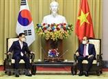 응웬쑤언푹 국가주석 베트남 방문중인 한국 외교장관을 접견