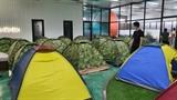 공장에 등장한 텐트