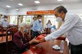 Phó Thủ tướng Thường trực Chính phủ Trương Hòa Bình thăm tặng quà tri ân các gia đình chính sách người có công