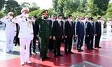 党と国家の指導者 英雄烈士を偲ぶ