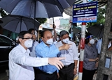 Президент Нгуен Суан Фук навестил жителей г. Хошимина и вручил им подарки