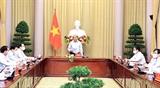 Chủ tịch nước Nguyễn Xuân Phúc gặp mặt các điển hình tiêu biểu của ngành Dệt may Việt Nam trong thực hiện mục tiêu kép