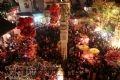 Hàng nghìn khách thập phương đổ về La Phù tạo nên một đêm đông vui náo nhiệt nhất trong năm.
