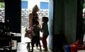Todos los aldeanos conocen ahora acerca de la infección con el VIH de Gai. Sin embargo, ya no la discriminan, lo que ayuda a Gai y sus hijos a llevar una vida igual a los demás.
