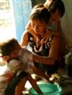 Afortunadamente, la hija Tran Thi Mai, de 7 años de edad, y el hijo Tran Van Luu, de 5, arrojaron resultados negativos. Esta feliz noticia estimula a Gai para continuar viviendo y cuidar de sus pequeños.