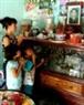 Фотография Чан Ван Хау, покойного мужа Гай, установлена в доме, где Гай живет с детьми.