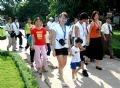 Les délégués rendant visite aux enfants du village SOS à Hanoi.