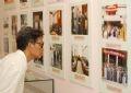 """Первые посетители рассматривают экспонаты в зале """"Россия в конце XIX века начале XX века"""" и """"Отношения дружбы и сотрудничества между Вьетнамом и Россией"""""""