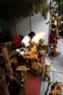 Une salle d'exposition de bois érodés des artisans de la province de Quang Ngai.