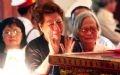 Larmes éprouvant la douleur devant le cercueil de l'ex-Premier ministre bien aimé et respecté.