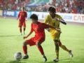The competition between Vietnam's female football player (red) and Thailand's player.