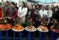 Жители деревни Донгньян готовят приношение в храм сестер Чынг