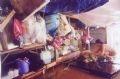 Người dân tại phường Cẩm Nam, thành phố Hội An dọn dẹp đồ đạc.