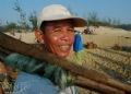 Ông Nguyễn Văn Năm, 55 tuổi, có 40 năm làm nghề biển tại làng chài Bình Minh.
