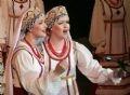 Солистки академического хора имени М. Е. Пятницкого на сцене Ханойского Большого Театра
