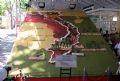 Tấm bản đồ Việt Nam có kích thước 4x6m, kết bằng trái cây, được công nhận là Kỷ lục Việt Nam.