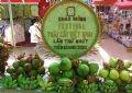Tác phẩm mang biểu tượng chào mừng Festival trái cây Việt Nam lần I.