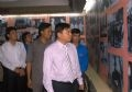 越南青年代表团团长阮黄协在全桂寿、韦运雪等领导的陪同下参观了中越青少年交流主题馆并留下感言。