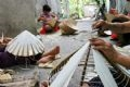 Chuong villagers live on making Non.